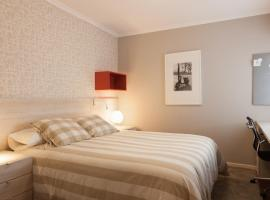 Pension Residencia F&F, hotel in Santiago de Compostela
