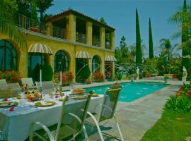 The Villa Sophia Guest House, hotel with jacuzzis in Los Angeles