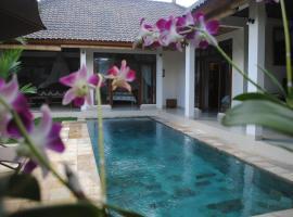 Villa Palm Merah