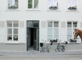 B&B Alphabet - Luxury Guesthouse and Art Gallery, hotel near Groeninge Museum, Bruges