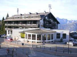 Dolomiti Chalet Family Hotel