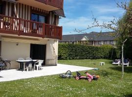 Les Manoirs, hotel near Elie de Brignac Auction Rooms, Deauville