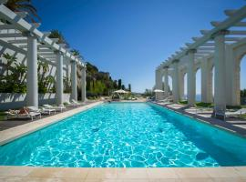 Luxury Apartment Palais Maeterlinck, hotel with pools in Nice