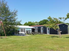 Detached holiday home with extra facilities near the sea, holiday home in Burgh Haamstede