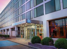 Hilton London Gatwick Airport, hotel in Horley