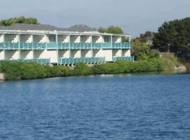 Coral Reef Inn & Condo Suites, hotel in Alameda