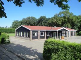 Spacious holiday home with extra facilities near the sea, holiday home in Burgh Haamstede