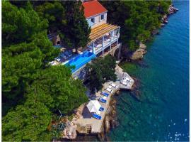 Villa Mey's Place On The Beach, villa in Dubrovnik