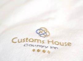 Customs House Country Inn, country house in Belcoo