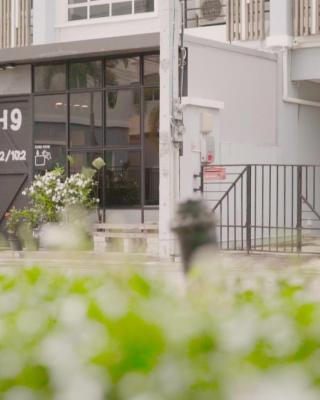 H9 Hostel & Cafe