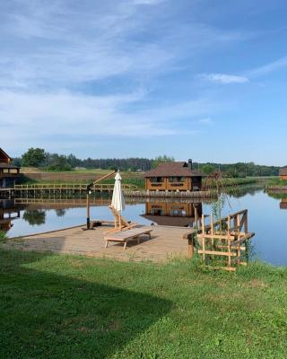 GuestHouse on the Lake with Bathhouse 70 km from Kiev