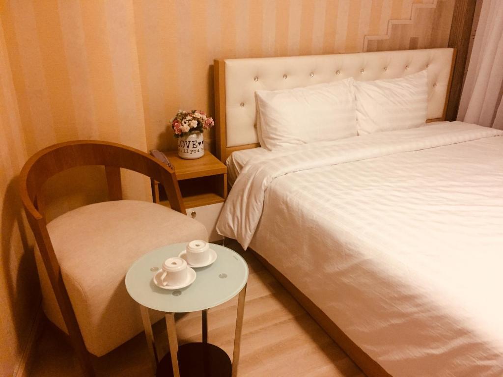 May Man Hotel (Lucky Hotel)