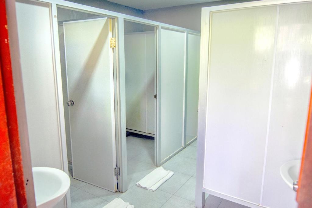 Кровать в общем номере для мужчин и женщин с 10 кроватями: фотография номер 7