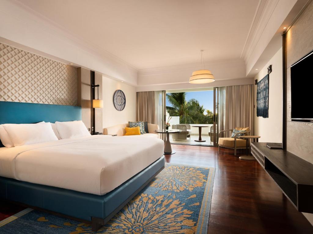 Номер в корпусі Cliff Tower з 1 двоспальним ліжком розміру king-size – Вид на басейн: фотографія №1