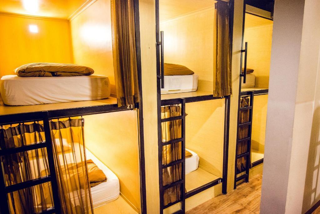 Кровать в общем номере для мужчин и женщин с 10 кроватями: фотография номер 1