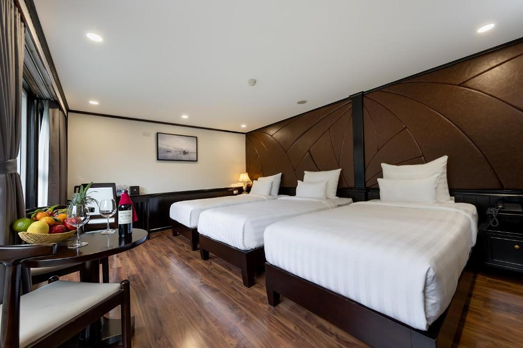 Photo of Triple Room with Ocean View #2
