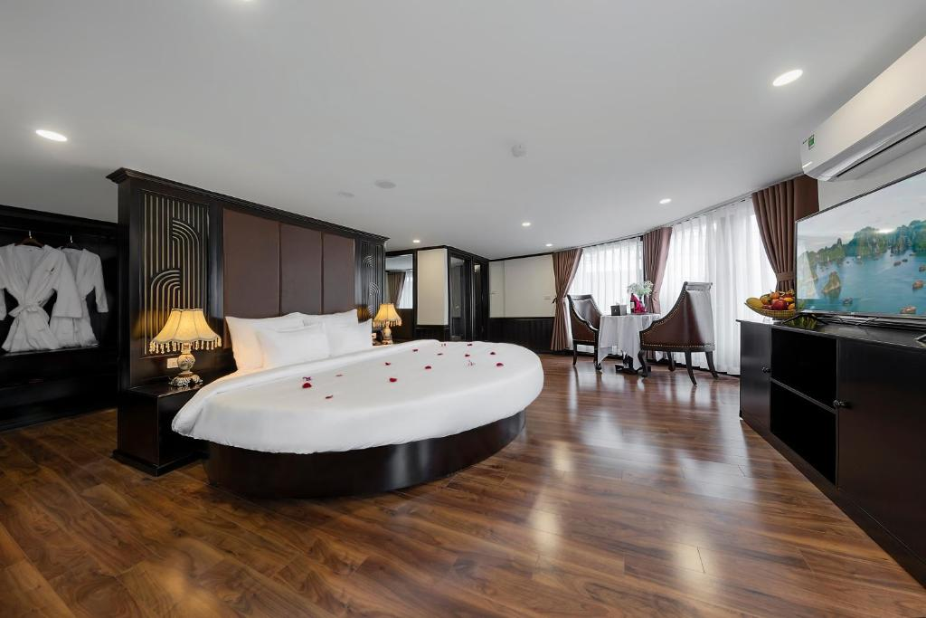 Photo of Margaret Suite Room With Spa Bath #1