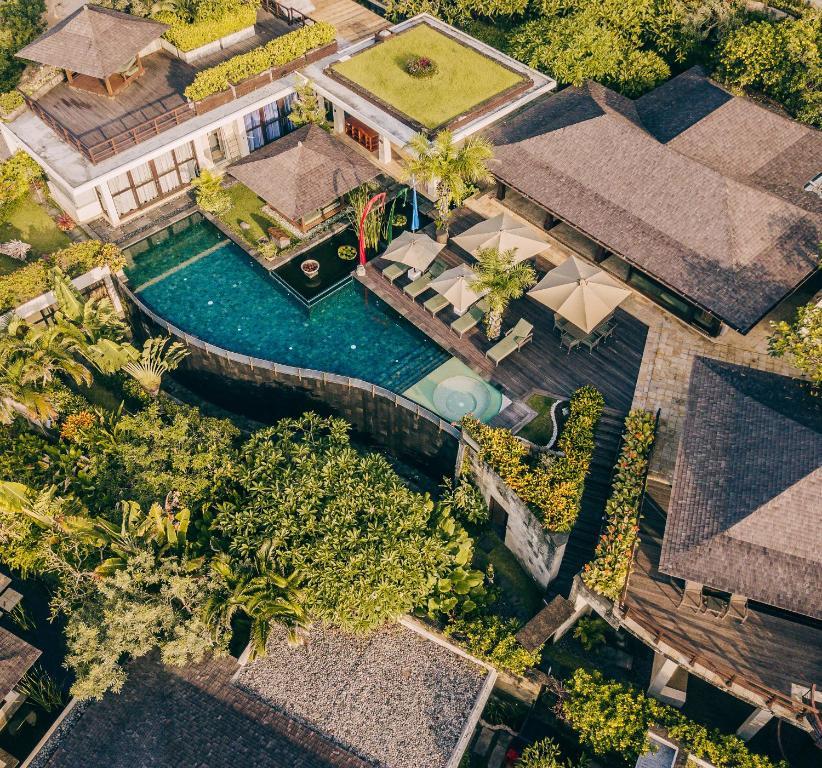 Banyu Alir Five Bedroom Cliff Pool Villa: фотографія №37
