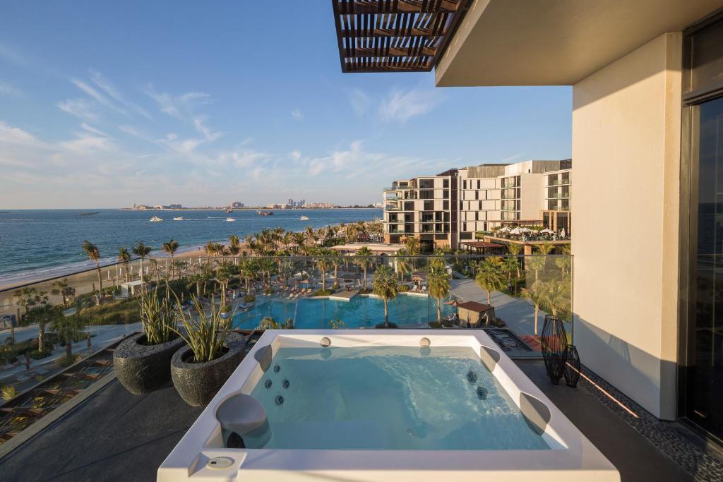 منتجعات دبي مسبح خاص