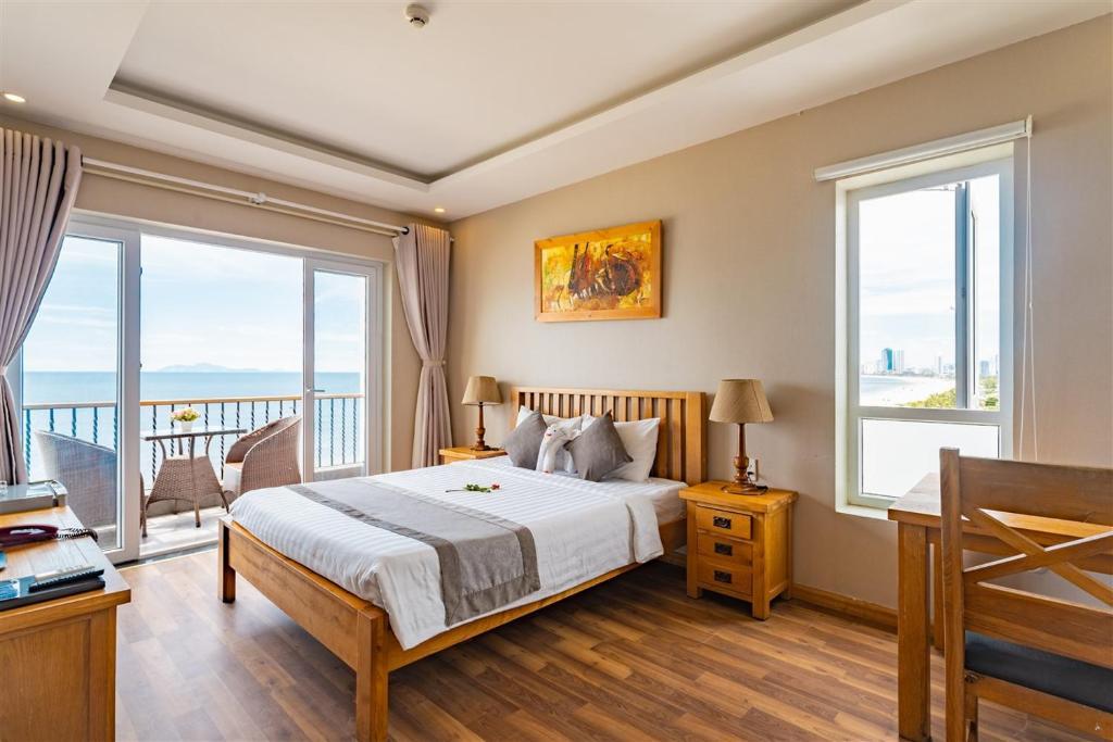 Hình của Phòng Có Giường Cỡ Queen Với Ban Công - Nhìn Ra Biển #1