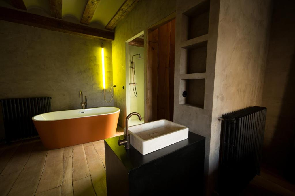 boutique hotels in monroyo  15