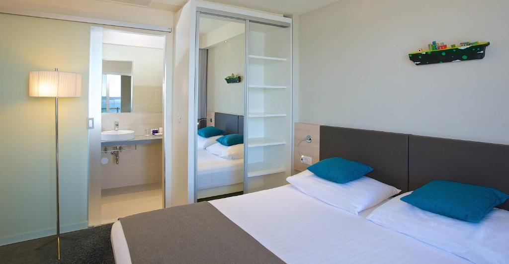 Photo of Superior Double or Twin Room - Sea Side #4