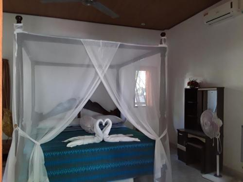 Blue Star Bungalows & Cafe