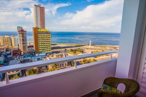 Frente al Hotel Nacional, con belllas vistas al Mar