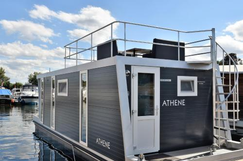 Cosy floating boatlodge Athene