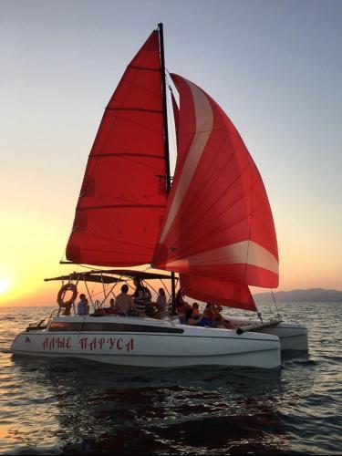Boat Alye Parusa