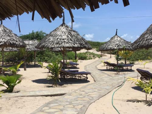Mambrui Golden Beach Bar and Cottages