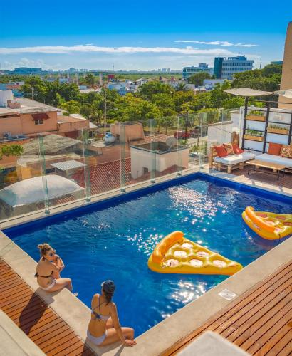 Nomads Hotel & Rooftop Pool