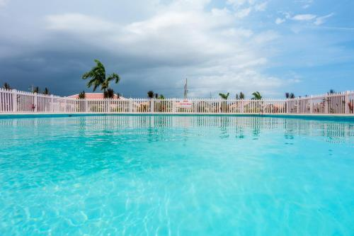 Caymanas Estate Country Club Rental Management
