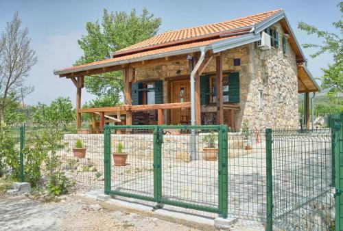 STONE HOUSE VLASTA