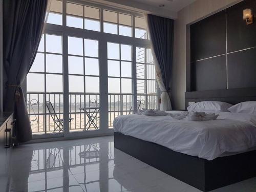 Sunset Mekong Apartment