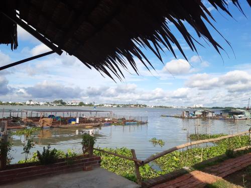 mekong riverside homestay