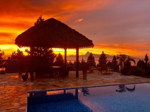 Tahiti Hills Lodge