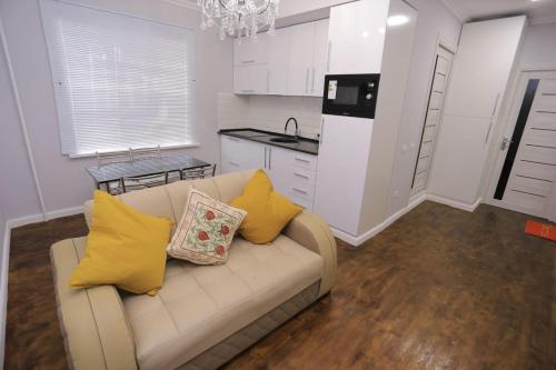 Luxury 2 bedrooms apartment walking distance from Gur-Emir