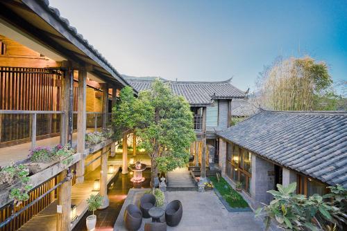 Locals Lotel (Lijiang Shuhe Yuannian Holiday Courtyard)