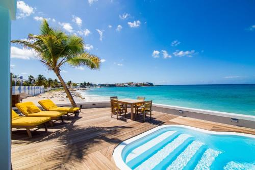 Marys Beach House - Beachfront Villa