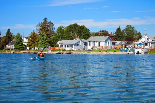 Twin Birch Suites and Cottages