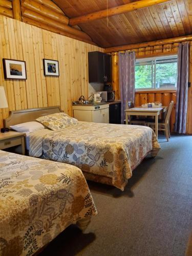 High Falls Motel & Cabins