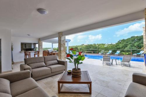Villa Caribbean Stone - Private Pool, Fitness Room & Jacuzzi