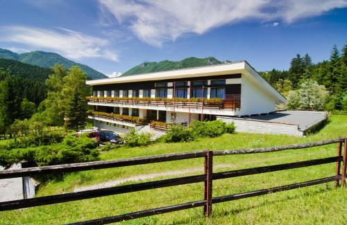 Dom horskej služby