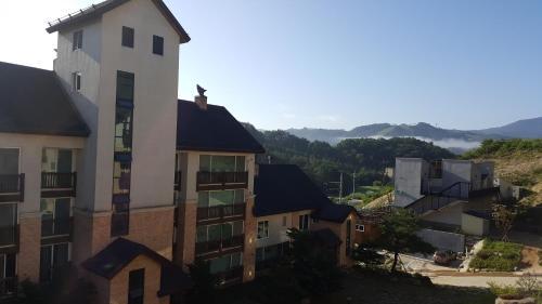 Hugel Village