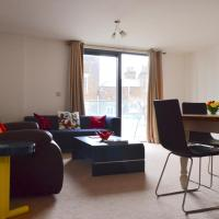 Massive Modern 3-Bedroom Flat on Dalston Square