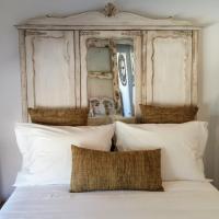 Snug Independent Room, hotel near Humberto Delgado Airport - LIS, Lisbon