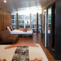 2W Beach Hostel, Koh Samui