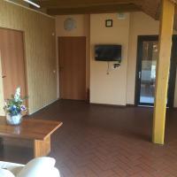 Airovita kambariai nakvynei, viešbutis mieste Kretinga