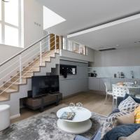 Stukeley Street Apartment